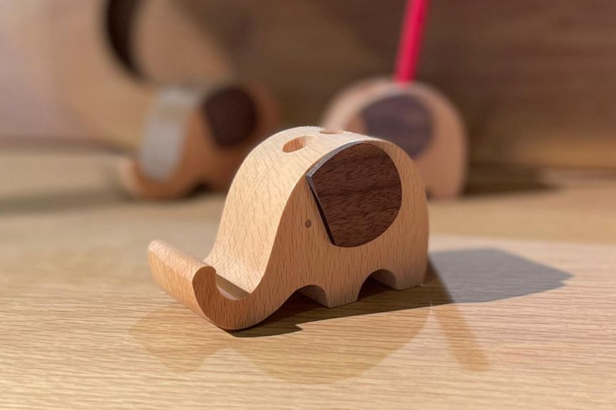 Elephant pencil and phone holder side view