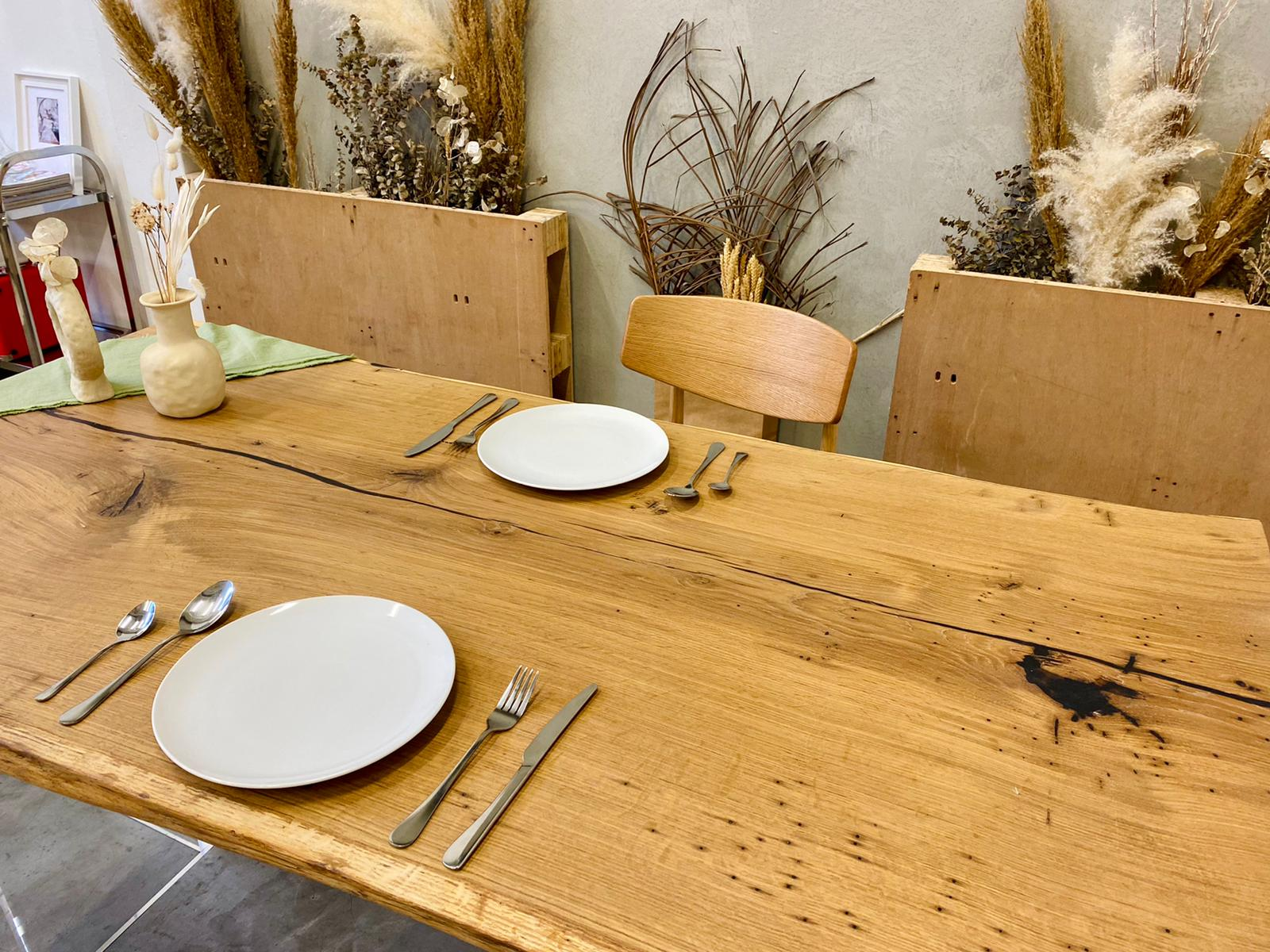 Oak_Solid_Wood_Dining_Table